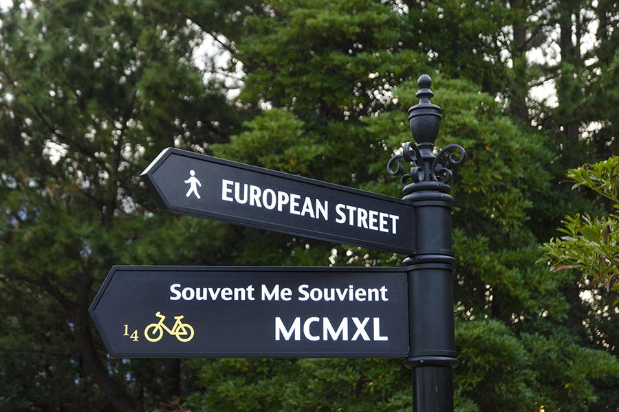 ヨーロッパの街角で見られるようなアンビアンスと高い装飾性を兼ね備えます。